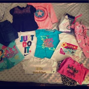 Lot of 2T girl clothes.